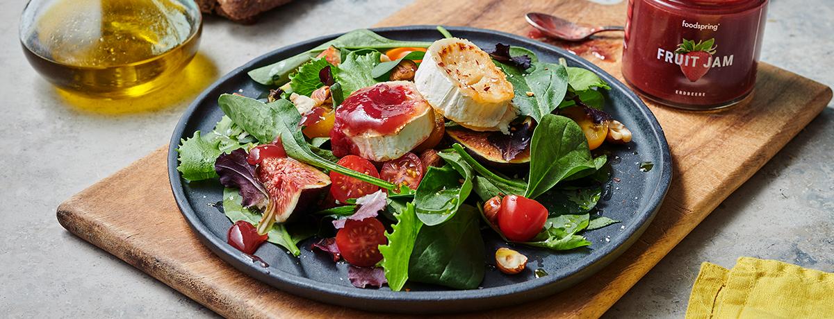 salade au chèvre chaud et topping à la confiture de fraise