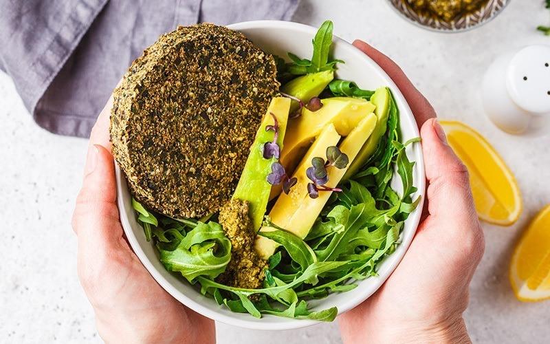 steack vegan et salade à la mangue