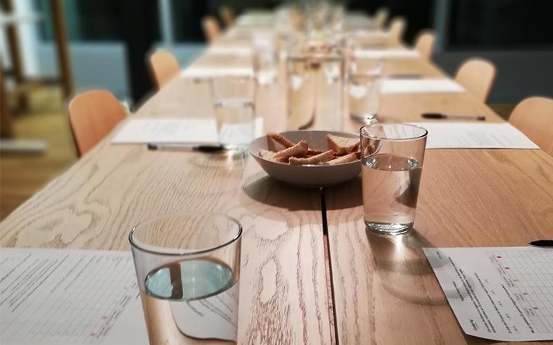 Table prête pour une dégustation