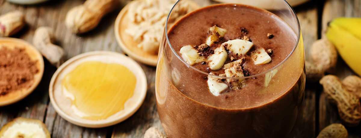 Frappuccino proteico de chocolate y crema de cacahuete