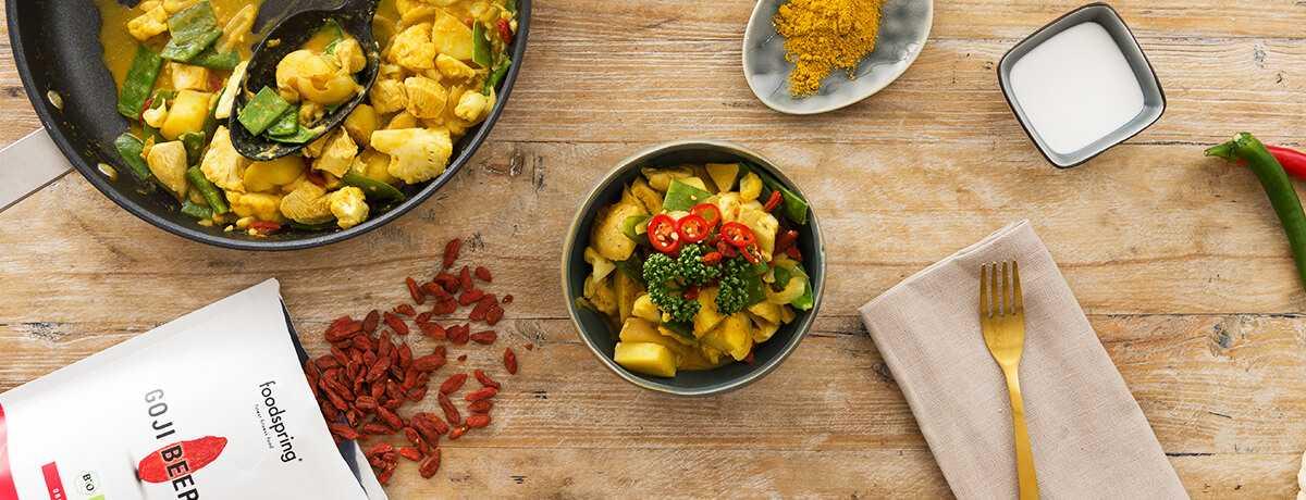 Poulet au curry, au chou-fleur et aux baies de goji