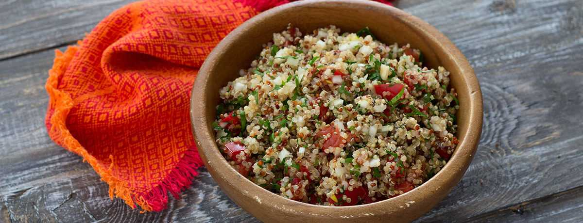 Quinoa tomato salad with parsley