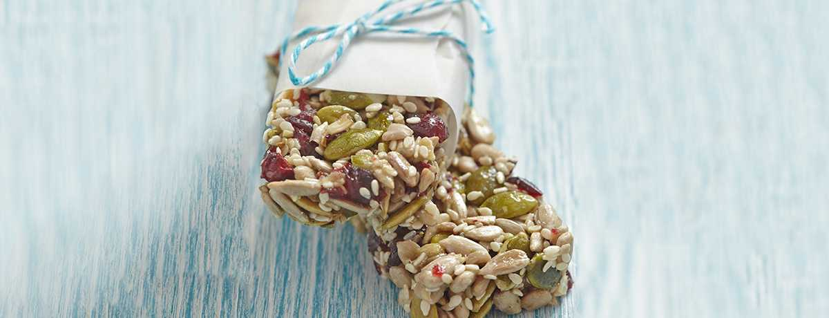 Paleo mixed nut bar