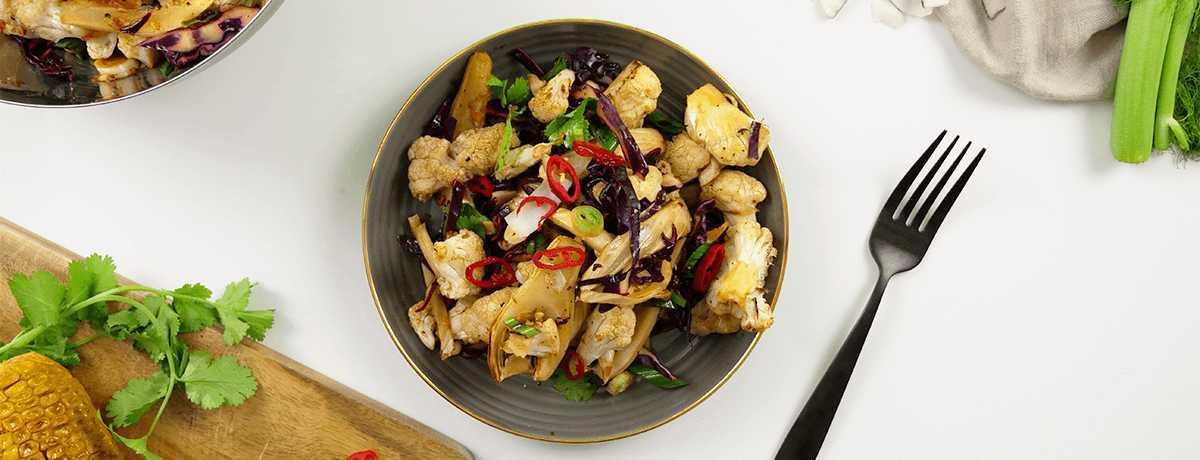 Salade de chou-fleur asiatique avec du fenouil
