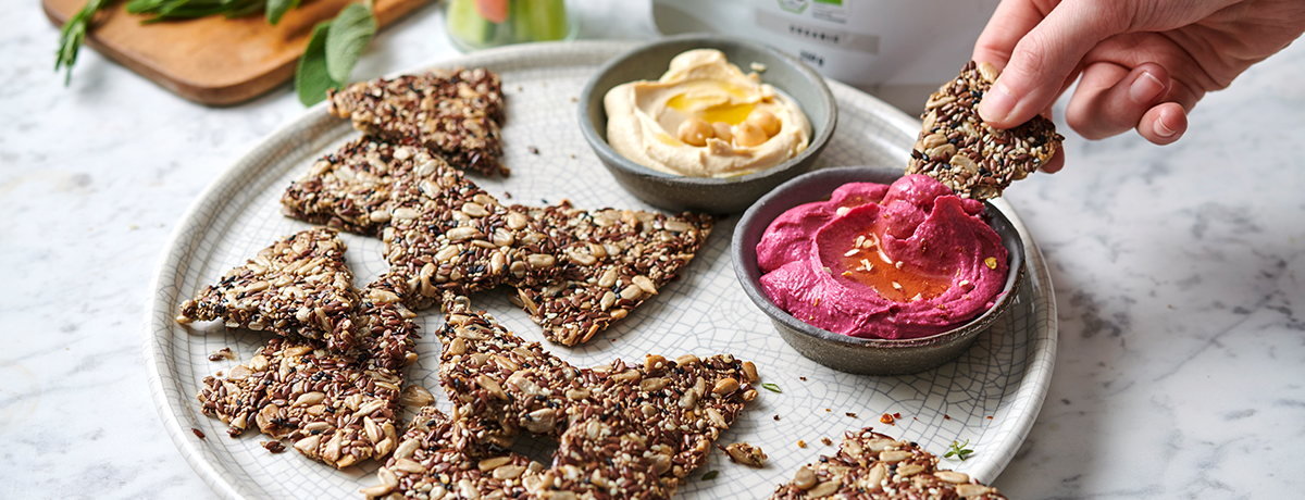 Homemade low-carb crackers