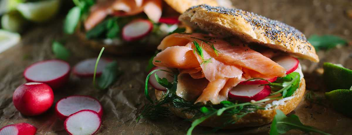 Wholegrain bagel with salmon