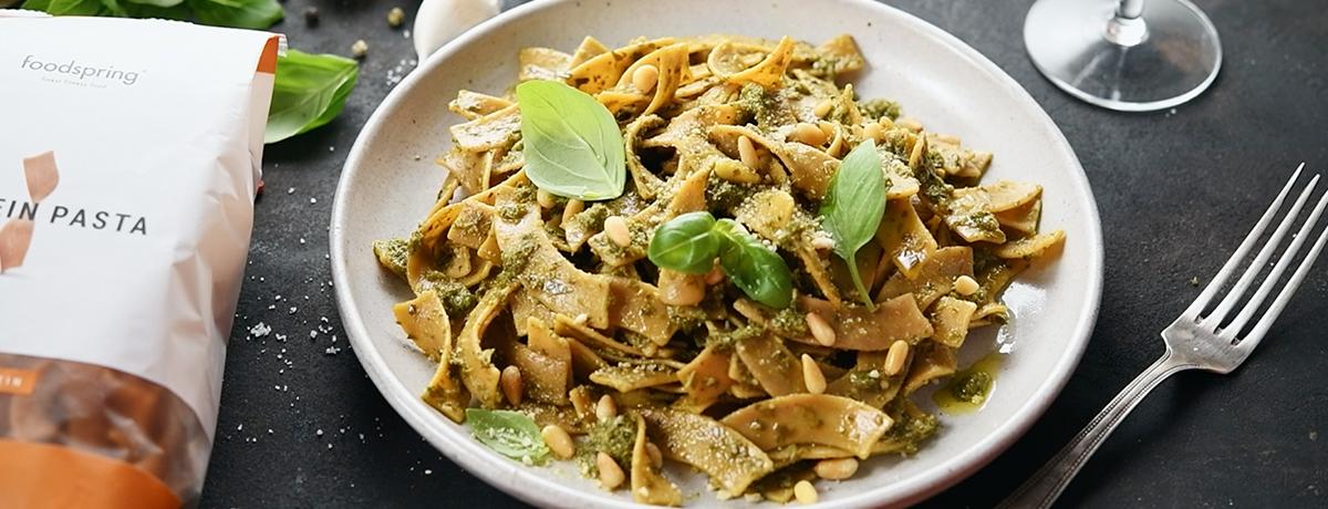 Protein Pasta mit Basilikum Pesto