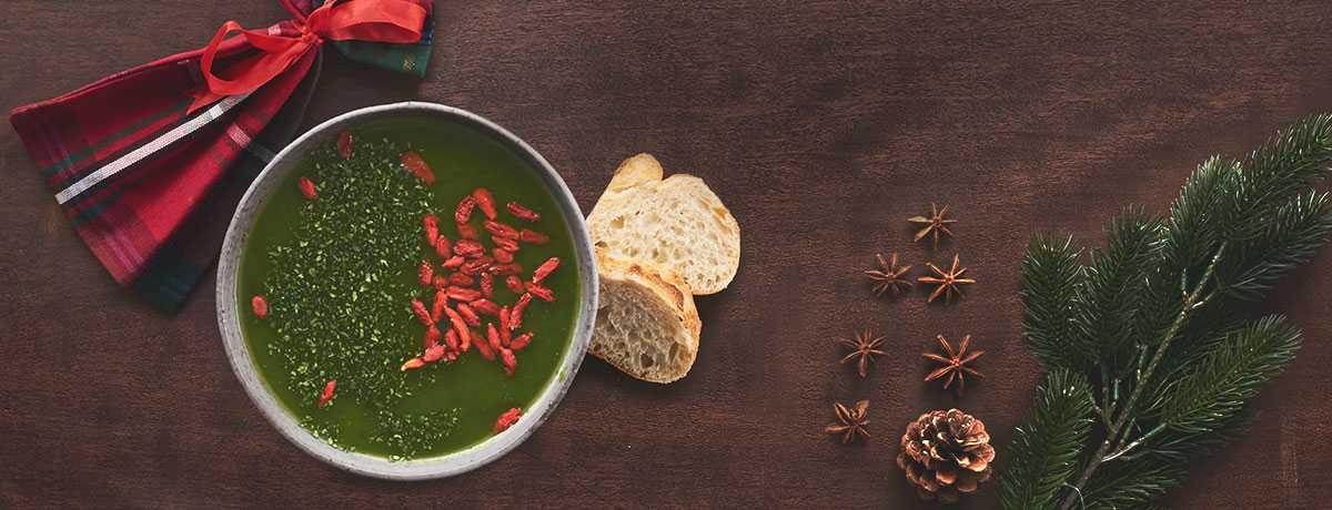 Soupe de légumes verts aux baies de goji