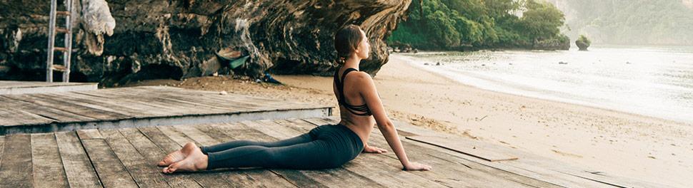 Femme faisant du yoga