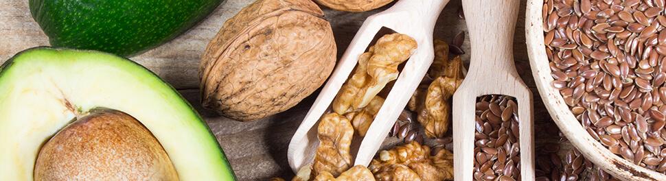 Nüsse und Avocado
