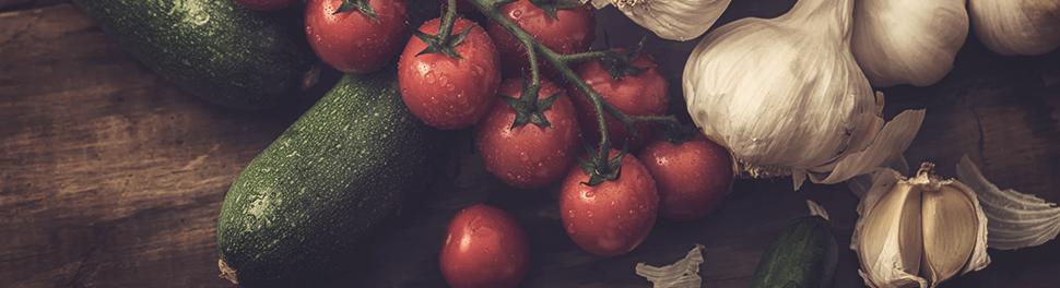 Zucchini, Tomaten und Knoblauch