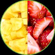 Trozos de piña y de fresa recién cortados