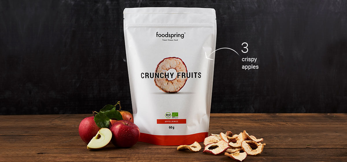 foodspring Crunchy Apple Rings packaging with 2 apples in front of them
