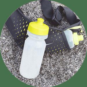 Du kannst den Drink je nach Präferenz in eine große Flasche oder auf mehrere kleinere verteilen.