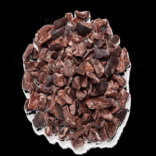 Mesa con nibs de cacao